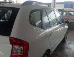Family used KIA Carence SUV car
